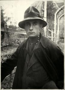 250px-Lajos_Kassak_in_Vienna_ca_1922